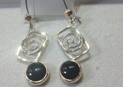 14 Kt Yellow Gold Black Onyx Earrings